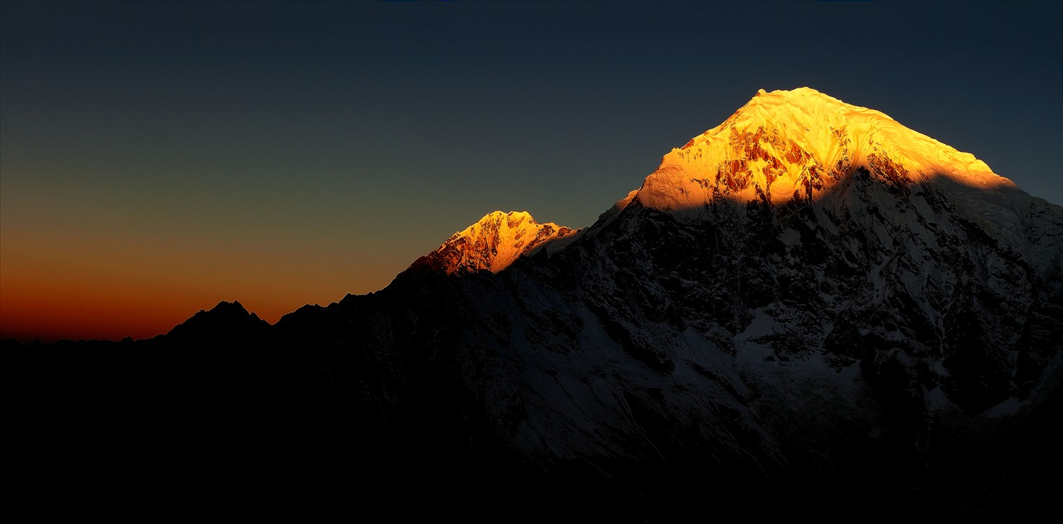 dawn_on_langtang_lirung copy